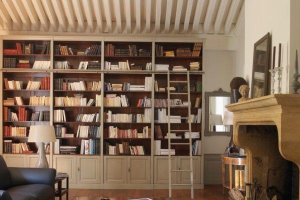 boekenkast met trap