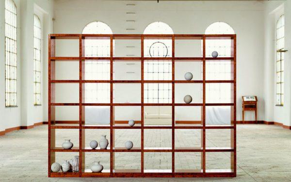 open boekenkast kan ook als ruimtedeler