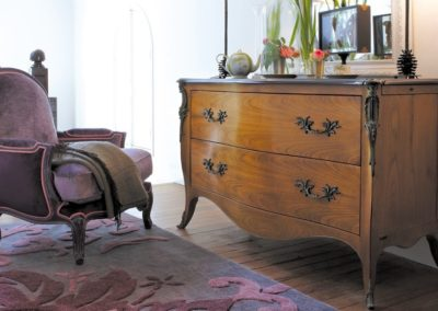 Pompadour commode