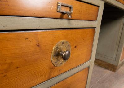 Bureau Monge detail 2