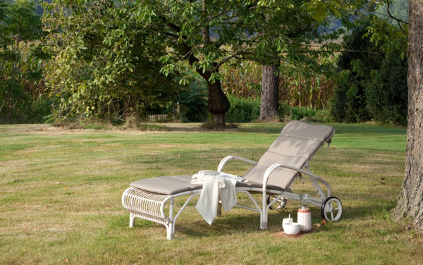 Lucy sun lounger with arms